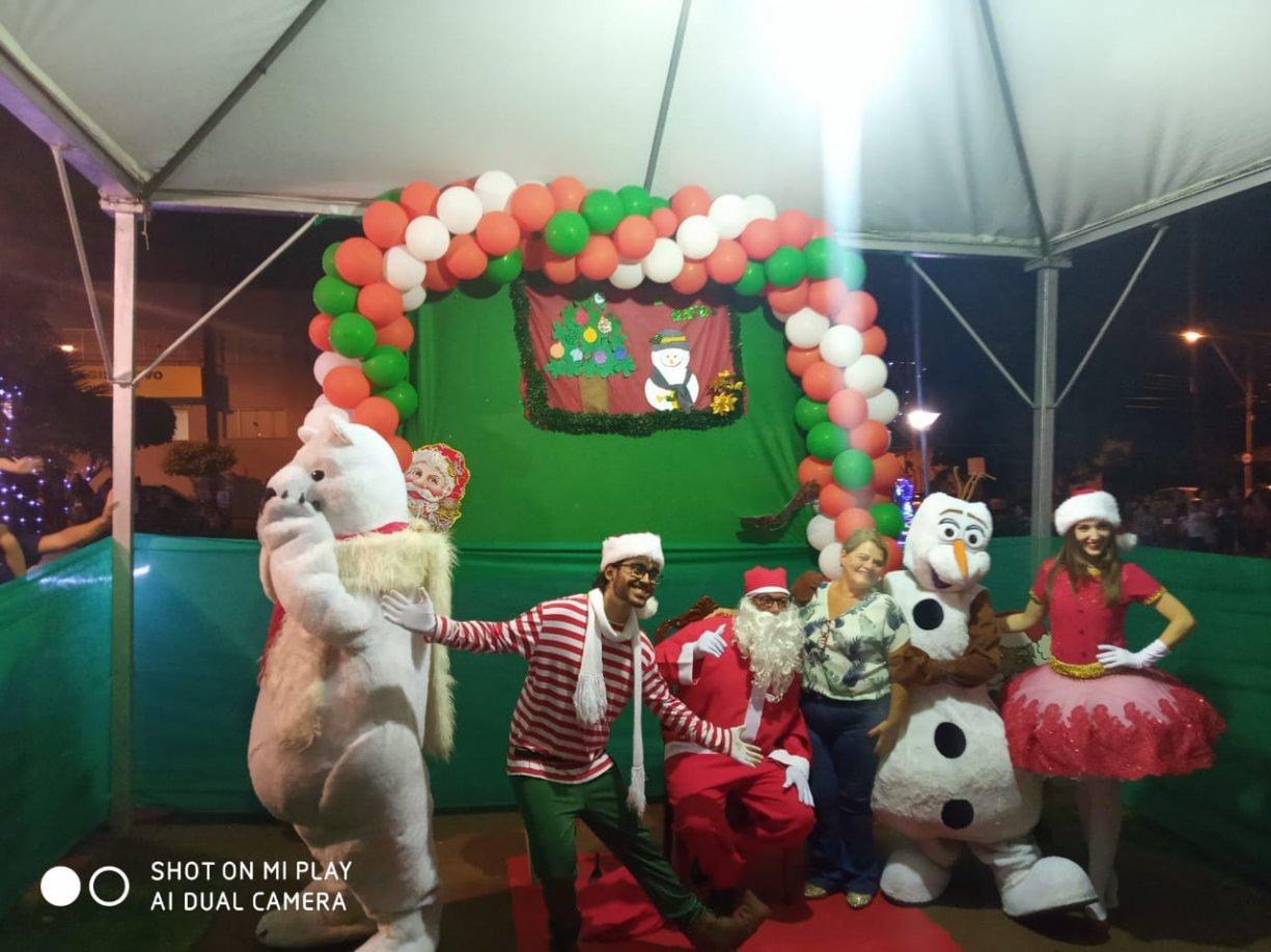 Chegada do Papai Noel em Dumont emociona crianças